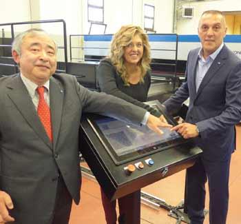 Bregnano's Mayor, Elena Daddi, presses the button to start the Nassenger SP-1 system, along with Konica Minolta's Akiyoshi Ohno and Enrico Verga